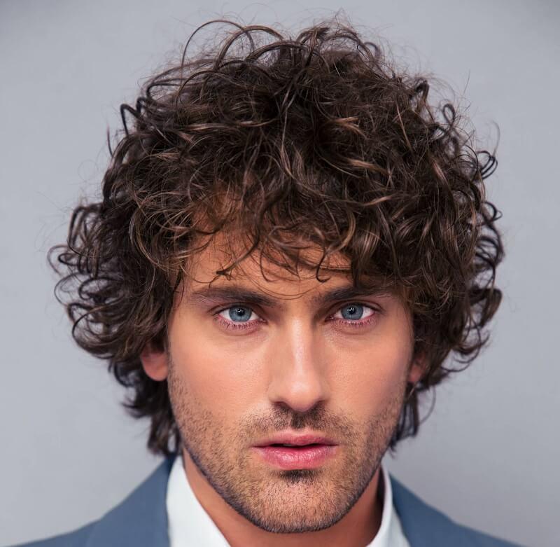 Model Medium Curly