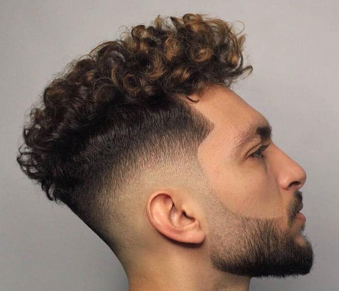 Gaya Rambut Pria Curly Skin Fade