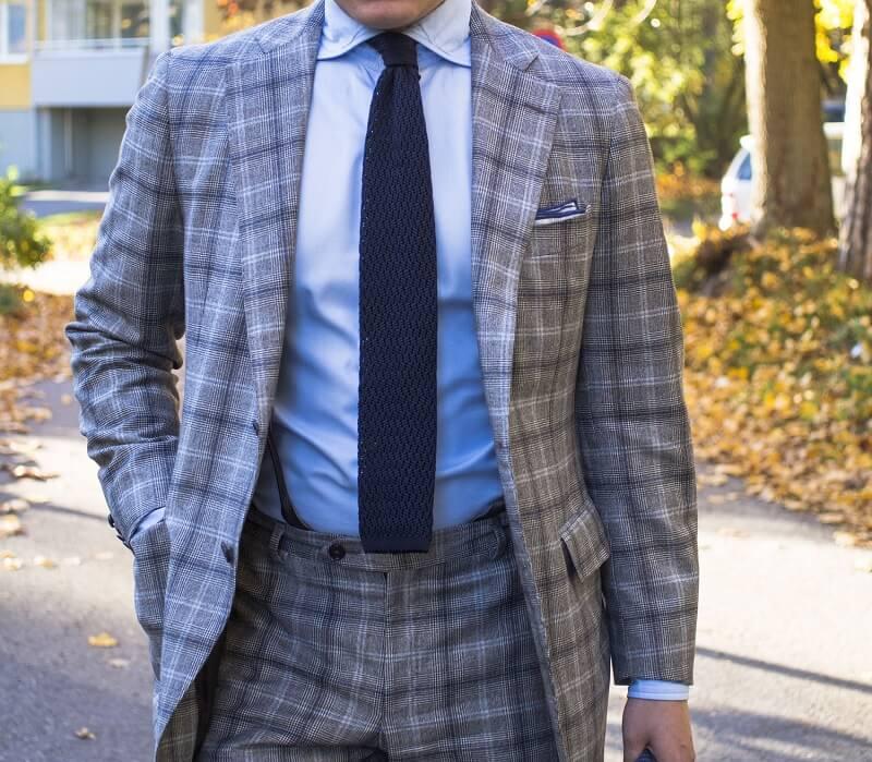 Cara berpakaian orang gemuk yang benar - Gunakan Dasi Lebar