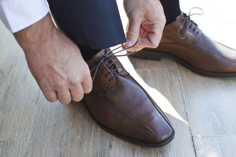 Cara Menyemir Sepatu Kulit