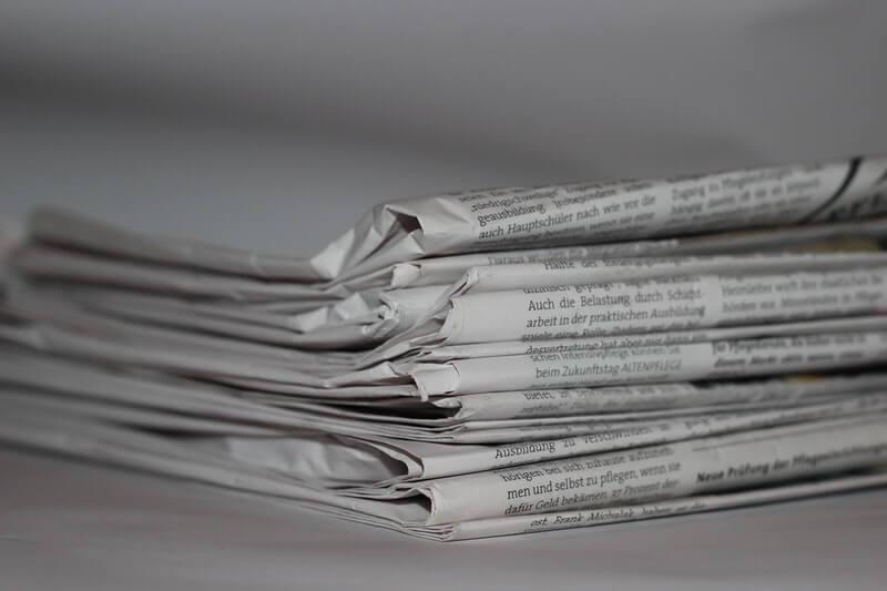 Peralatan untuk Menyemir Sepatu Kulit - Kertas Koran Bekas
