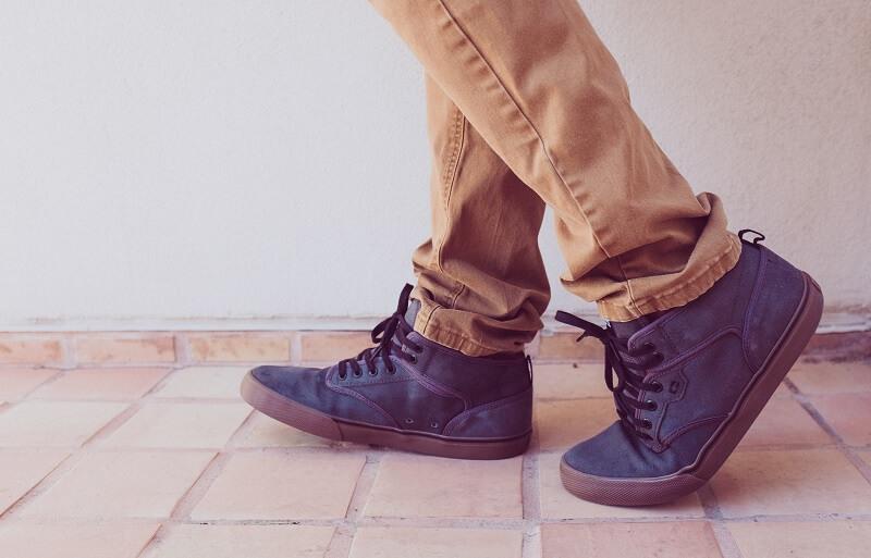 Tips tampil keren - Perhatikan Sepatu yang Dikenakan