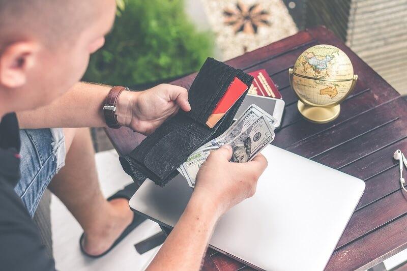 Bawa Uang Tunai Lebih Saat Pergi Berlibur