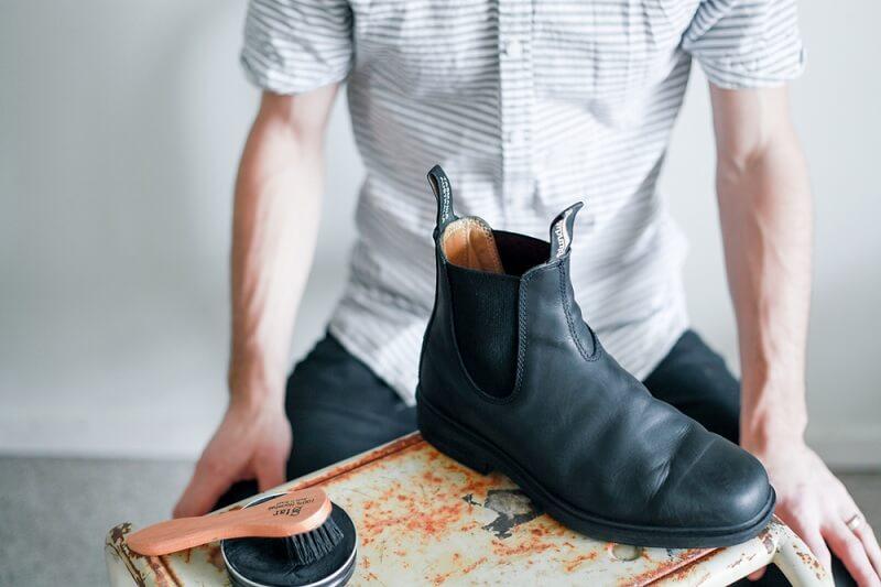 Panduan Menyemir Sepatu Kulit yang Benar - Keringkan Sepatu
