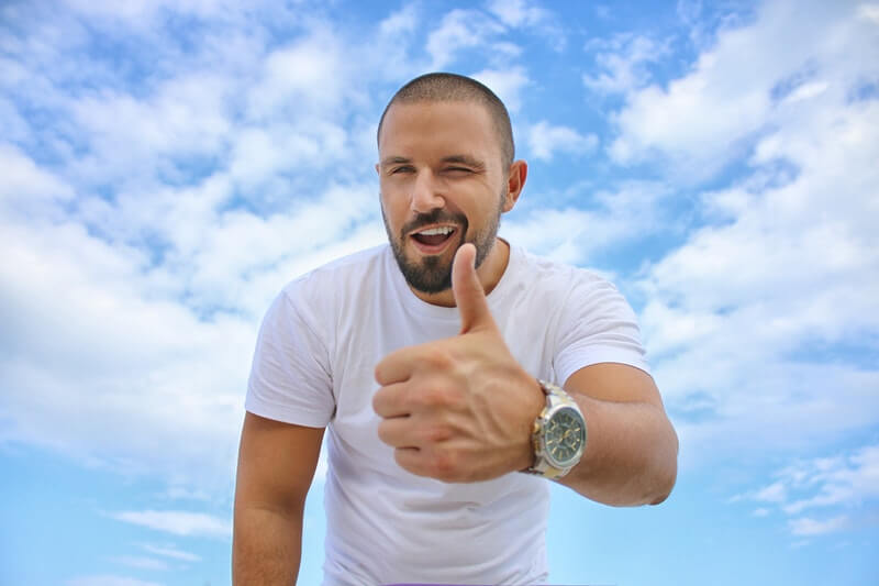 Keuntungan Mencukur Rambut Sendiri untuk Pria