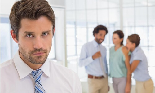 tips mengatasi stres di kantor - hindari gosip