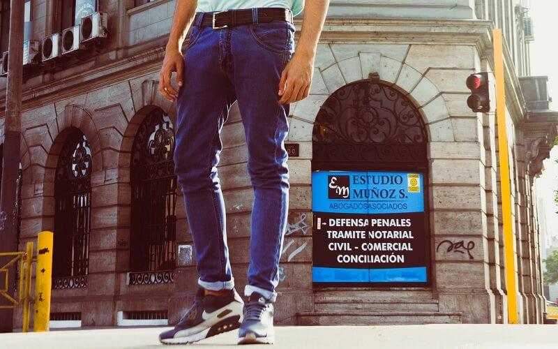 Cara memakai jeans yang salah - memakai ikat pinggang