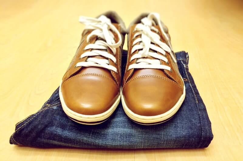 Cara menghemat uang untuk belanja pakaian - rajin semir sepatu kulit