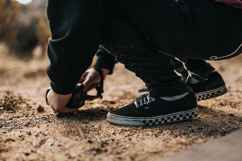 Cara memilih warna sepatu pria sesuai warna pakaian - gunakan yang warnanya senada