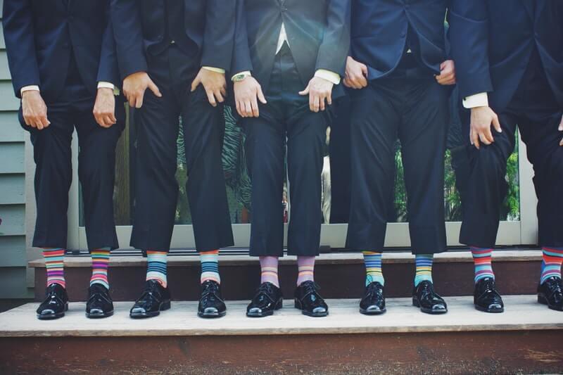 Sepatu formal sebaiknya tidak menggunakan kaos kaki berwarna warni kalau tidak mau disebut eksentrik