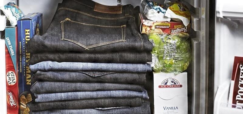 Cara menghilangkan bau tidak sedap pada celana jeans - masukkan ke freezer