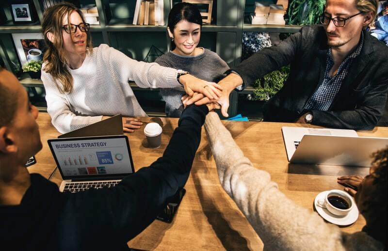 Jaga Komunikasi yang Baik dengan Rekan Kerja