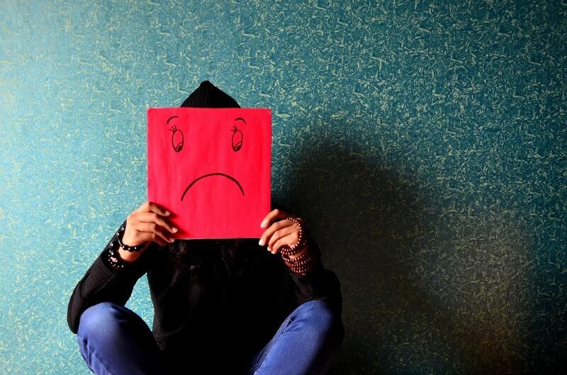 Stres di kantor dapat berakibat fatal jika ditumpuk terus menerus. Simak cara mengatasi stres kerja yang mudah dan bisa lo lakukan sekarang juga!