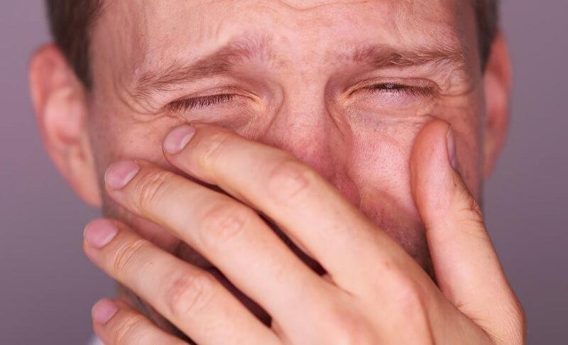 Tips Memilih Parfum Pria - Hindari yang Menyebabkan Alergi Parfum