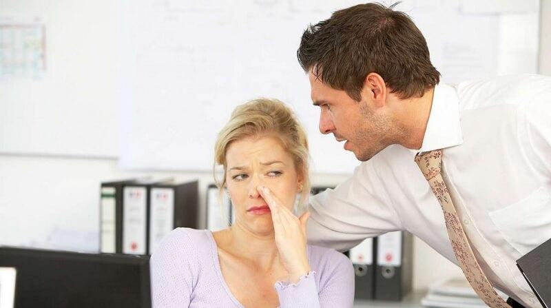 Wangi parfum menyengat dapat mengganggu orang di sekitar