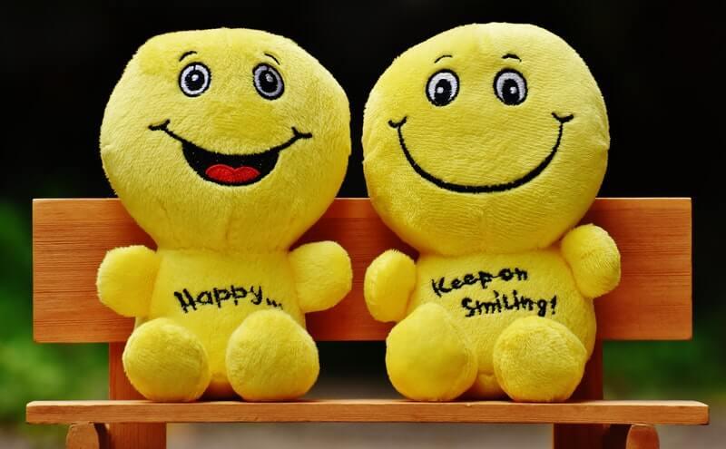 Hidup bahagia dengan sering berpikir positif dan tersenyum