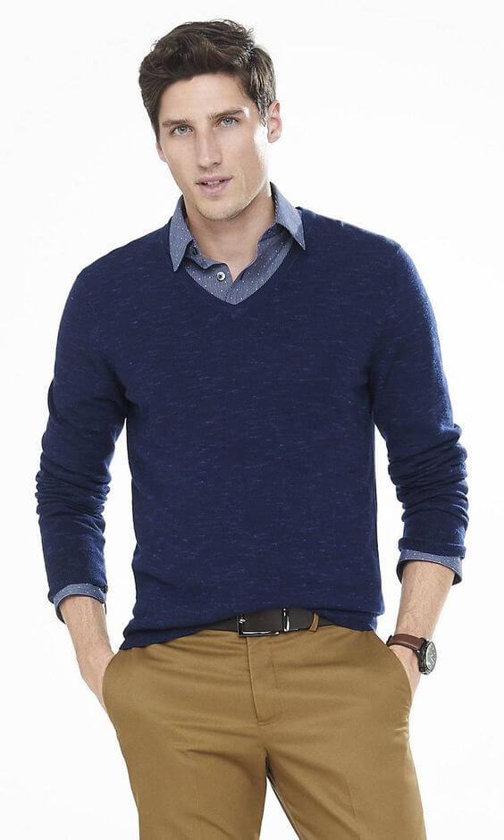 Pakai sweater untuk inspirasi style smart casual pria