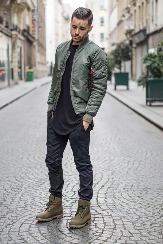 Gunakan jaket bomber untuk style simple kasual pria