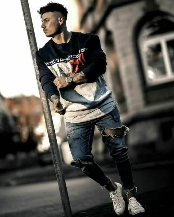 Pakai ripped jeans untuk gaya denim pria