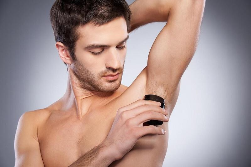 Pakai Deodoran di Daerah Ketiak untuk perawatan Ketiak pria