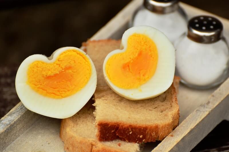 Telur dapat membantu mengatasi masalah rambut rontok