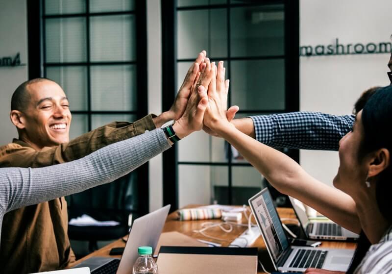Menjaga Hubungan dengan Rekan Kerja, Atasan, dan Bawahan