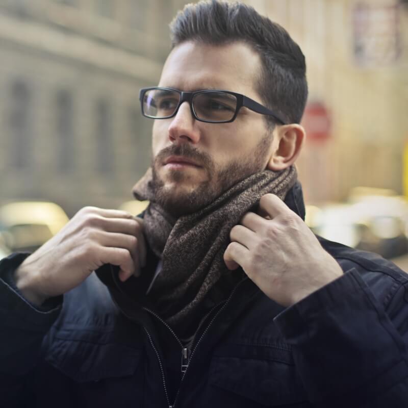 Frame Kacamata Pria Terbaik untuk Wajah Bulat