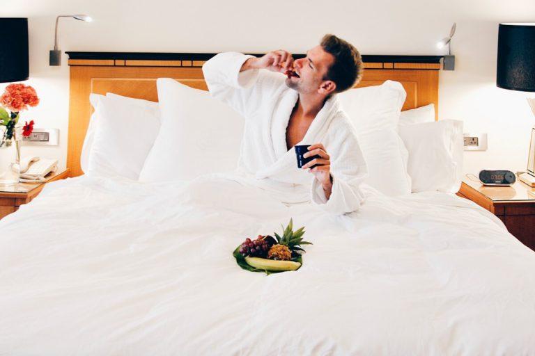 Pria di Ranjang Hotel