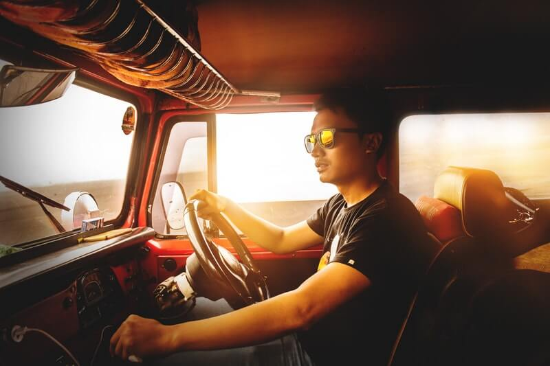 Persiapan dan Cara Menyetir Mobil yang Nyaman Sekaligus Aman
