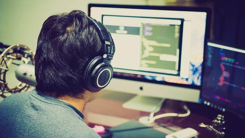 Gunakan headset saat bekerja
