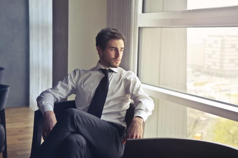 Pakai Dasi yang Lebar