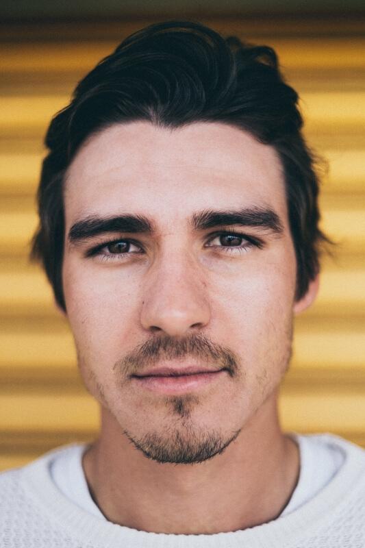 Contoh bentuk kumis pria