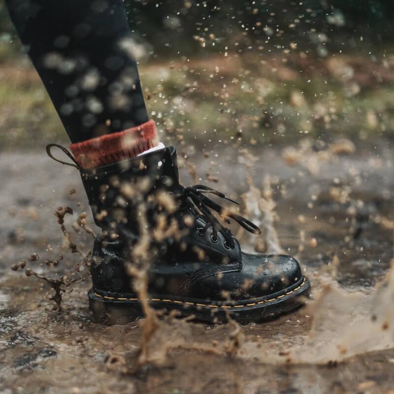 Noda minyak ke sepatu