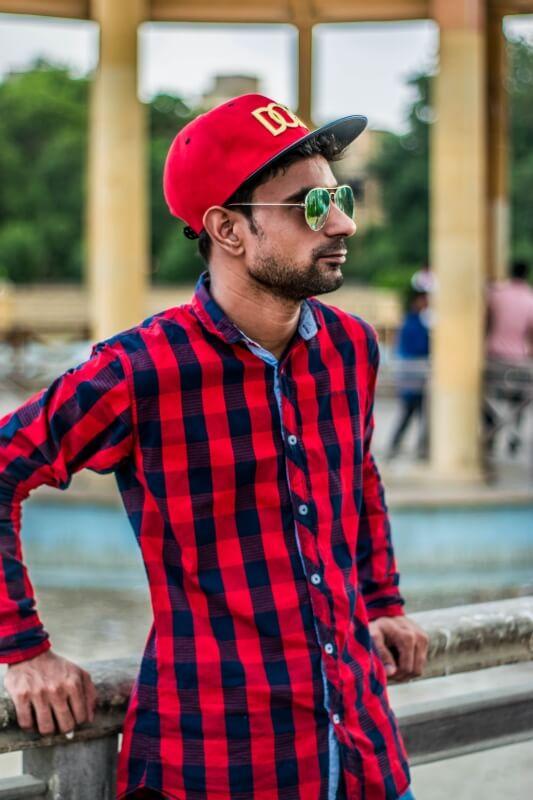Baju Merah Putra