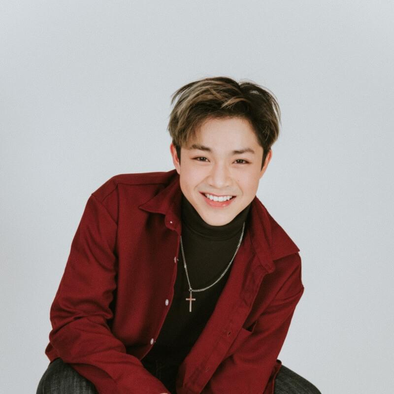 Model rambut pendek pria Korea Belah Tengah