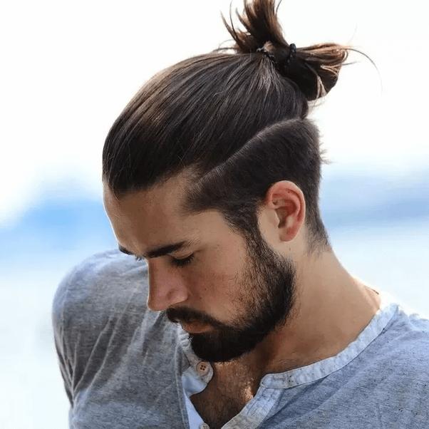 Gaya Rambut Undercut Man Bun