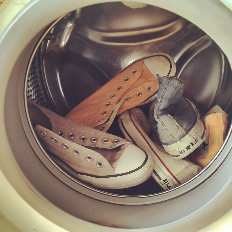 Hindari Mencuci Sepatu di Mesin Cuci
