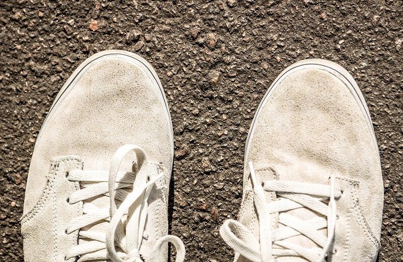 Cara Memutihkan Sepatu Bahan Suede