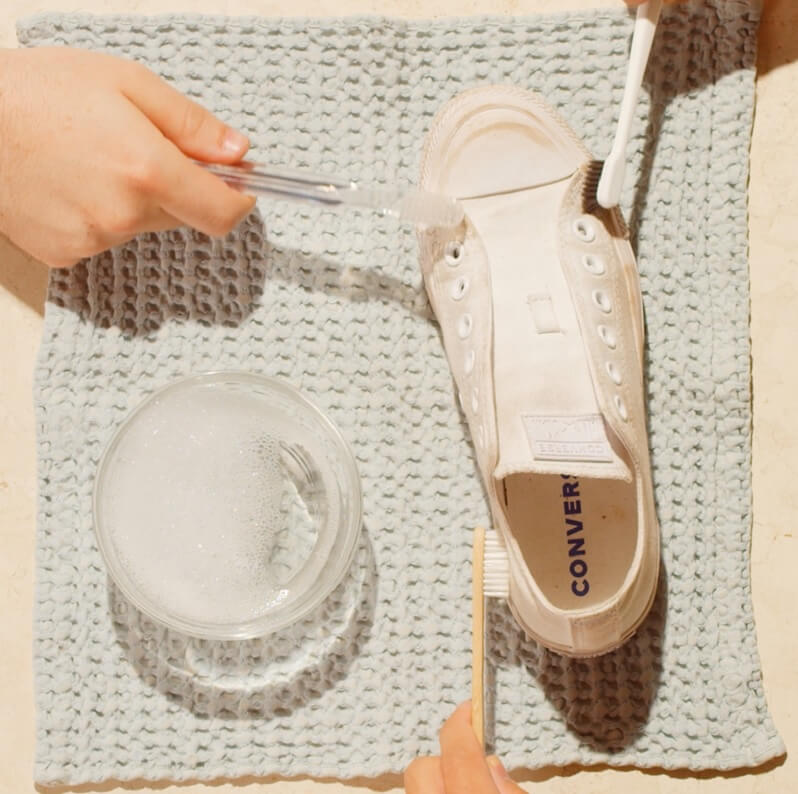 Pakai Shampo untuk Sepatu