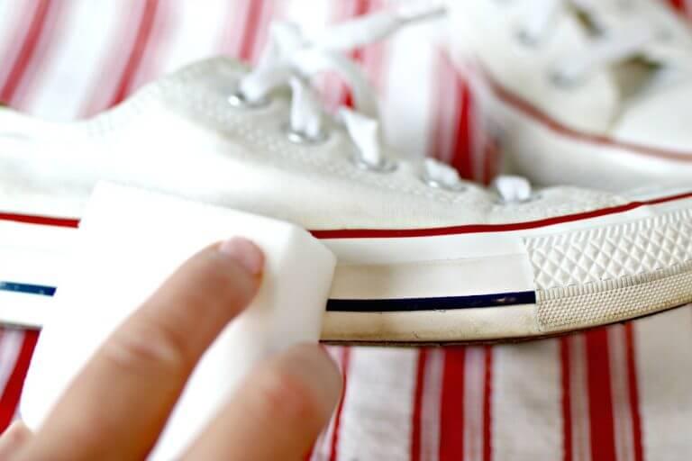 Pakai Penghapus untuk Sepatu