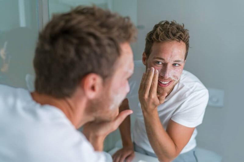 Pelembab moisturizer untuk pria berwajah kering