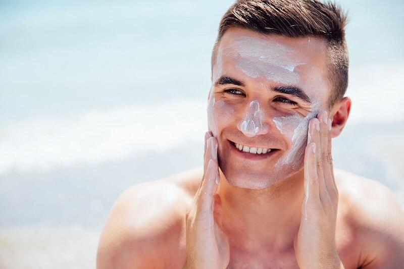 Sunscreen untuk pria berwajah kering