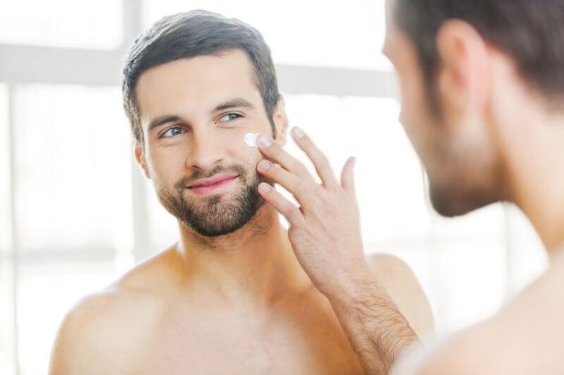 Gunakan sunscreen agar kecerahan wajah terjaga